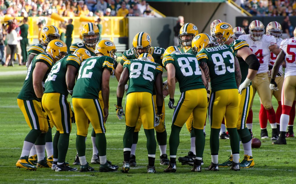 Green_Bay_Packers_huddle_-_San_Francisco_vs_Green_Bay_2012